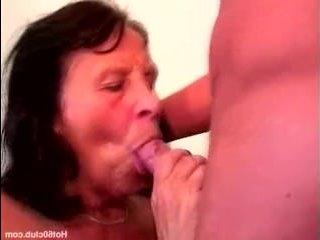 Секс с старой бабушкой случился очень случайно