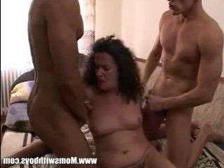 Негр-любовник трахает с другом изменщицу жену