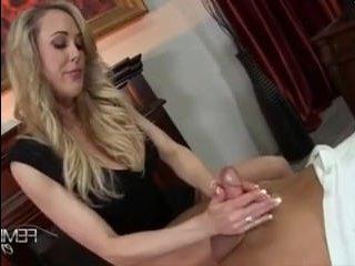 Развратная мама дрочит член парню и доводит до оргазма