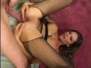 Первый анальный секс милфы с молодым пареньком