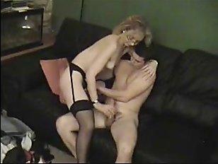 Милф блондинка занимается сексом с парнем