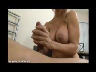 Домашнее порно со зрелыми женщинами и парнями