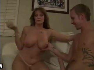 Парень трахает маму своей девушки при первой встрече