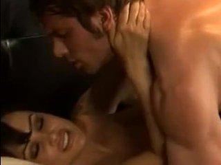 Голая брюнетка в черных чулках занимается сексом с другом