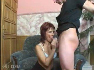 Дамочка и ее зрелая жопа крупно ощутила внутри себя член парня
