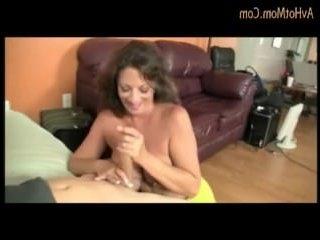 Мама с большими сиськами дрочит сыну крепкий пенис