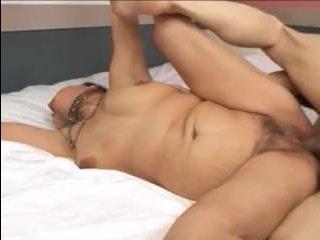 Зрелые азиатки утешают мужчин двойным проникновением