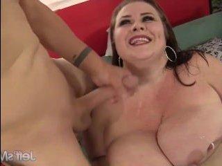 Секс со зрелой пышкой в пизду с окончанием на сиськи