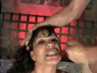 Сексуальная азиатская девушка трахается с толпой молодых пацанов