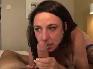 Зрелая женщина ебется в пизду, словно богиня секса