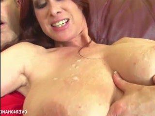 Сексуальная энергия женщины выплеснулась во время дрочки члена
