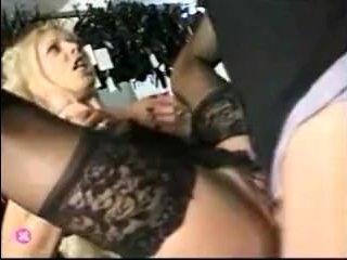 Зрелая дама с большой попой с удовольствием отдается парню