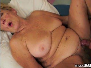 Секс со старой бабушкой: внук трахнул ее волосатую пизду