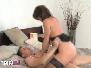 Страстный секс зрелых дома после долгой разлуки