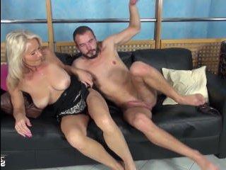 Кастинг зрелой блондинки с обвисшими сиськами