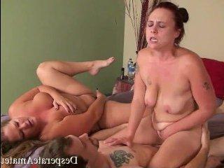 Сексуальные полные женщины на ровне с худышками участвуют в кастинге