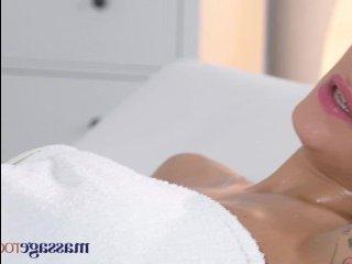 Эротический массаж закончился бурным трахом