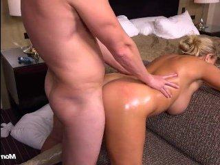 Секс блондинки, большие сиськи скачут во время ебли
