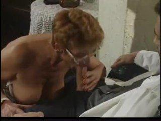 Зрелую девку залили спермой два мужика из больших хуев
