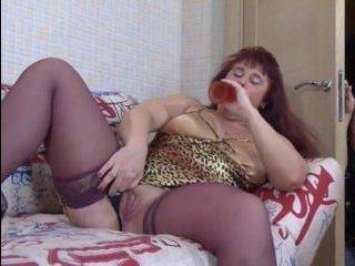 В порно видео сын трахает маму в чулках раокм в пизду