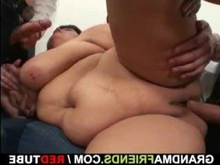 Два члена трахают зрелую толстушку на кастинге