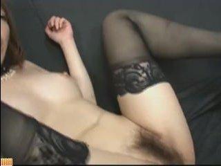 Секс с молодыми азиатками: мужчина трахает в киску