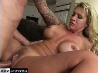 Порево зрелых дам с большими сиськами на порно кастинге