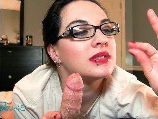 Зрелая жена сосет хуй мужа и напивается его горячей спермой