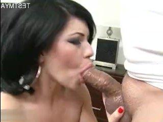 Порно кастинг молоденьких у секси сучки брюнетки
