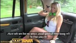 Таксист отымел сисястую блондинку в попку в своей машине