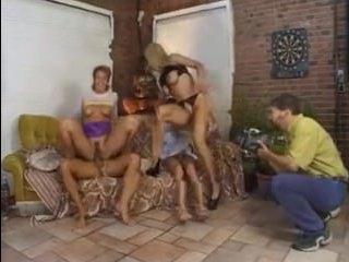 Зрелые свингеры устроили групповую еблю