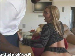 Милфа с негром занимаются анальным сексом