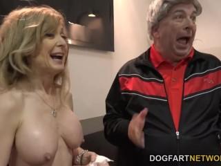 Красивая зрелая тетка: со строгой начальницей устроили порно