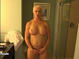 Парень выебал в сочную задницу зрелую блондинку