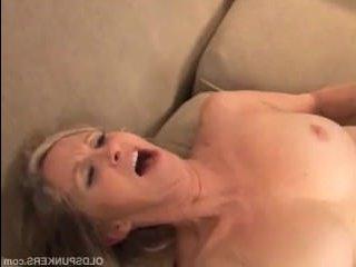 Голые и зрелые муж с женой, занимаются сексом дома