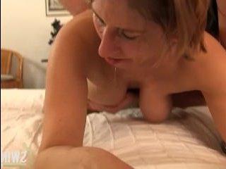 Зрелые втроем устраивают жаркие ласки, мастурбацию и секс