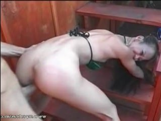 Старик ебет молодую и сексуальную девушку