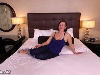 Любительское порно: зрелая женщина сношается с ухажером