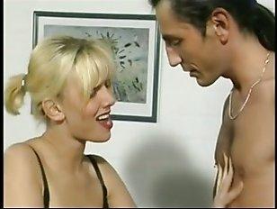 Смотреть эротику: две девушки занимаются сексом с мужчинами