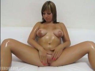 Зрелая женщина раздвинула ноги и потрахалась на порно-кастинге