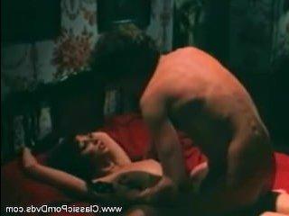 Порно с волосатой женщиной и мужиком, который привязал ее к кровати
