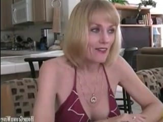 Зрелая мама сосет хуй и занимается отличным сексом