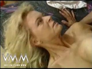 Зрелые мужик и баба секс практикуют на гинекологическом кресле